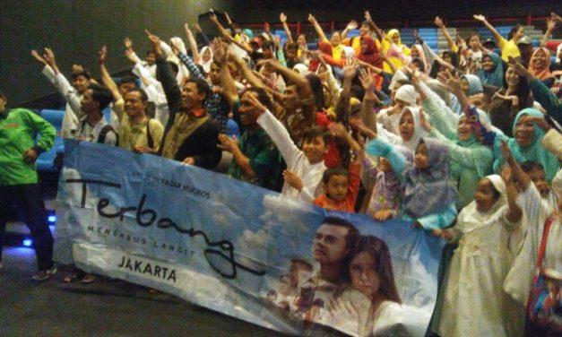 Nonton bersama anak yatim di bioskop